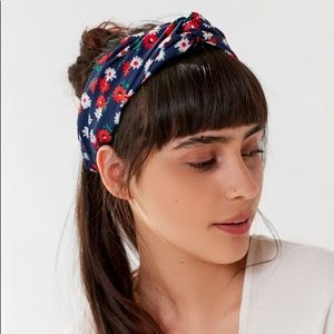 🌷3 for 10 | UO - Vacation Twist Headwrap